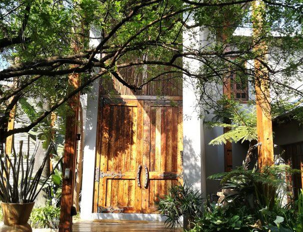 entrée grande porte en bois massif