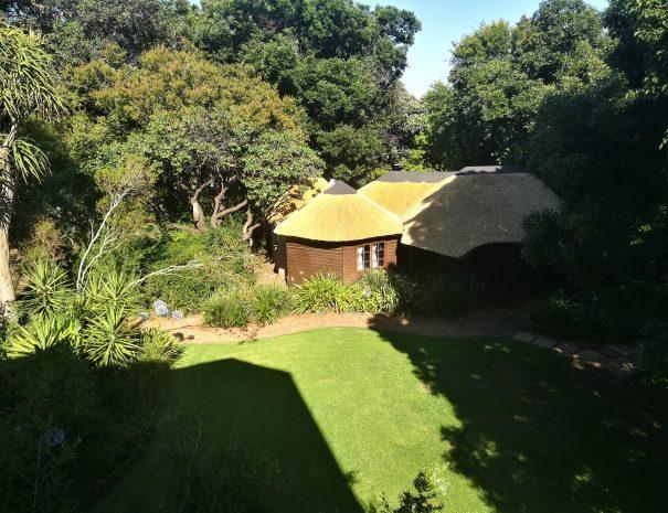 cottage lodge toit en paille